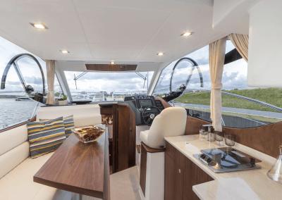 300fly-interior0001
