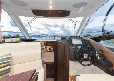 300fly-interior0002