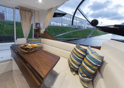 300fly-interior0004