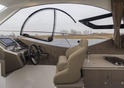 310-htc-cockpit-0005