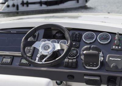 560-skydeck-cockpit-0002