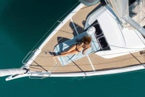 Sunbathing is great in the bow area of ​​the Dufour 390. A light breeze always blows there.