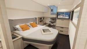 The owner's suite and suites in the sailing catamaran Fountaine Pajot New 51 are spacious, modern and comfortable and can extend over an entire hull.