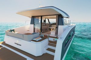 The bathing platform of the Fountaine Pajot MY4.S catamaran can be reached from the cockpit through wide pier. The grill station is also located here.