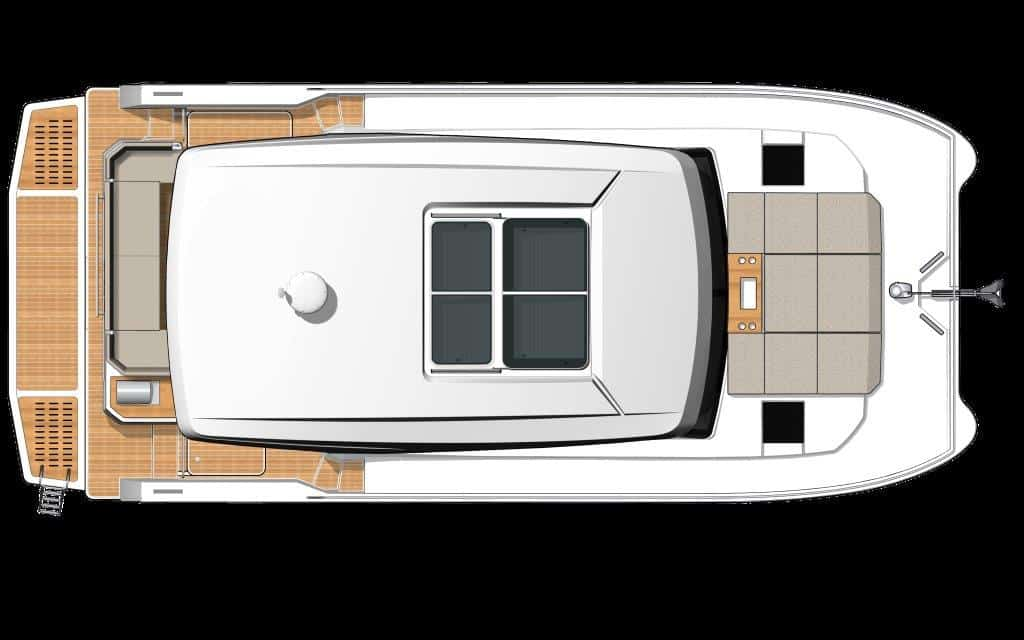 The sliding roof of the hardtop of the Fountaine Pajot MY4.s allows you to decide whether you prefer sun or shade while cruising at up to 22 knots.