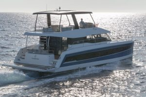 Rear view of the Fountaine Pajot MY6 flybridge power catamaran with a huge hydraulic bathingplatform for dinghy or jetski and easy entry into the sea