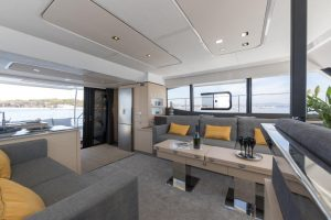 The salon sofa corner of Fountaine Pajot MY6 is convertible and can be used in a variety of ways both for comfortable relaxation and for dining.